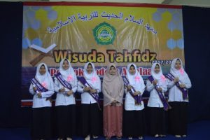 wisuda tahfidz pondok modern assalaam putri 2018